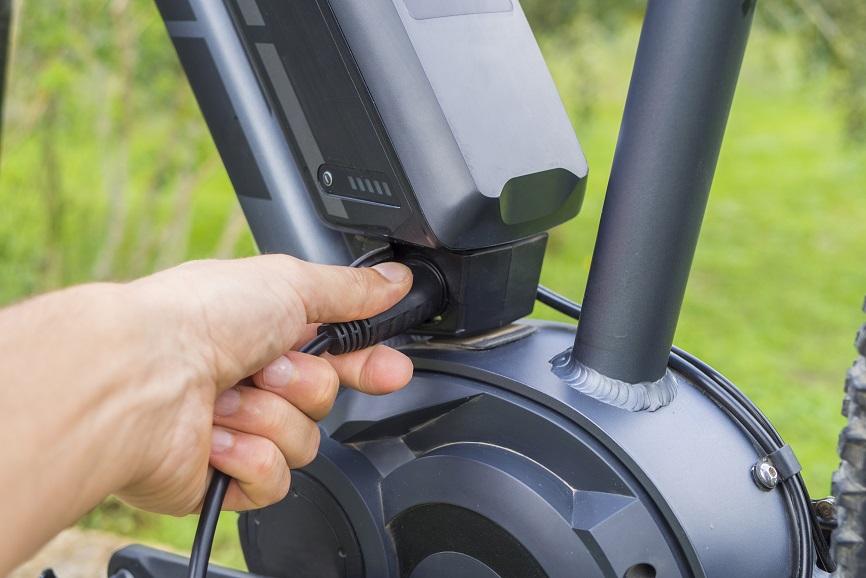 Hoe lang duurt het opladen van de batterij van mijn elektrische fiets?